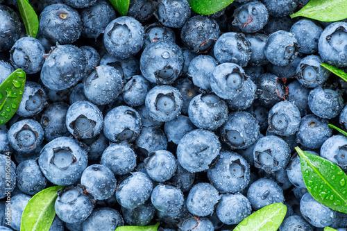 Foto Water drops on ripe sweet blueberry