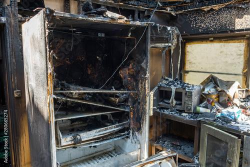 火事で焼けた冷蔵庫 Canvas