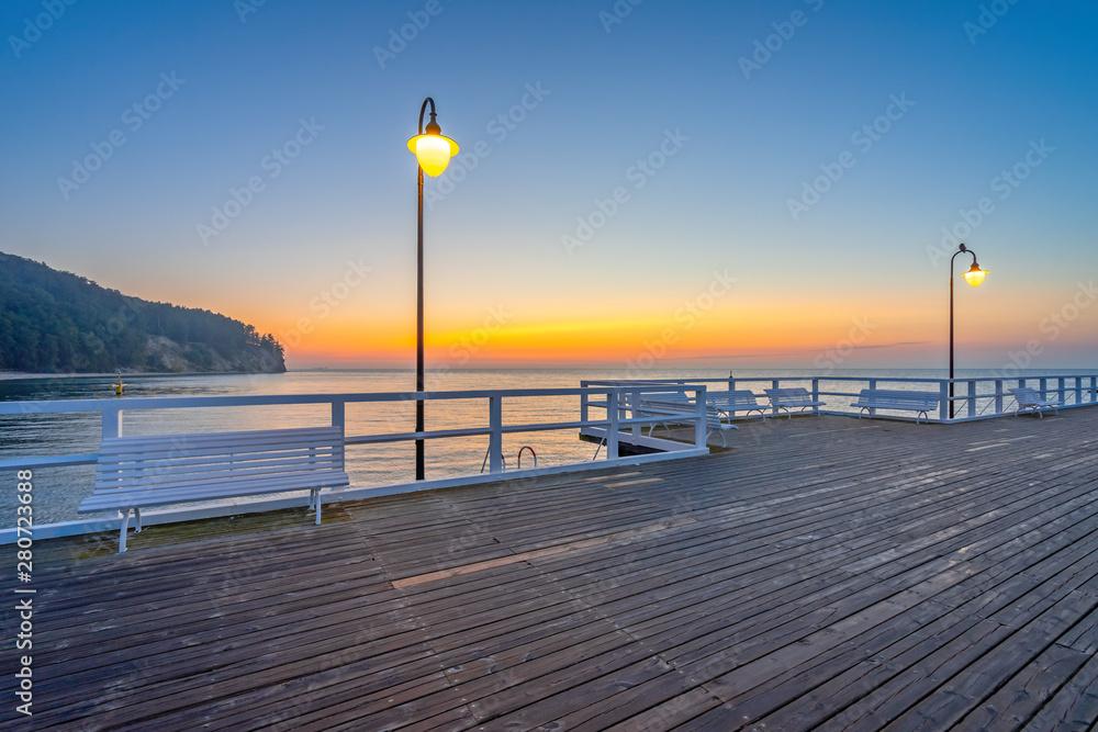 Fototapety, obrazy: Wschód słońca nad Morzem Bałtyckim, Molo i klif w Gdyni Orłowo, Polska