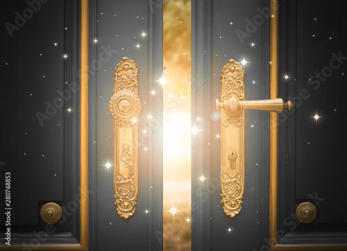Photo  open magic door with shining light and sparkles