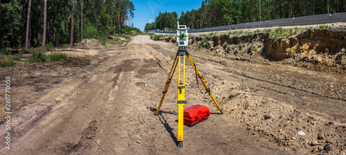 Obraz na plátně Panoramic view of surveyor equipment (theodolite or total positioning station) o