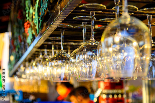 Foto auf Gartenposter Las Vegas Wine glass hanging on the restaurant