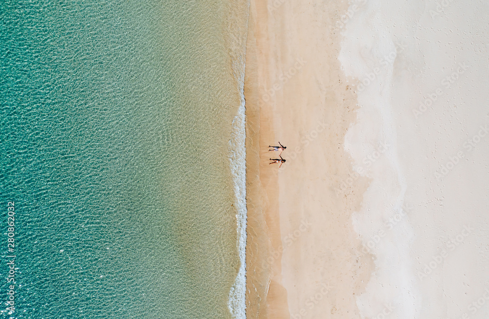 Fototapeta Couple enjoying time  in front of the beach in Coron. Concept about summer, lifestyle,wanderlust travel and nature