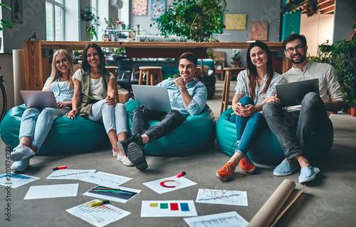 Obraz Business people working - fototapety do salonu