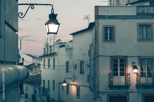 Fotografía  An intriguing night scene of an old European city street with a lonely vintage lantern on the wall of the house
