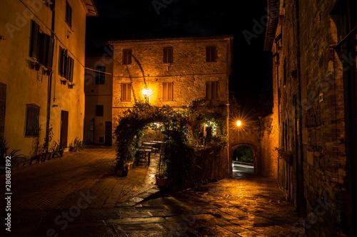 Cuadros en Lienzo  Vintage style image of old European city at night