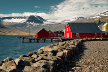 Old Red Classic Icelandic Hou...