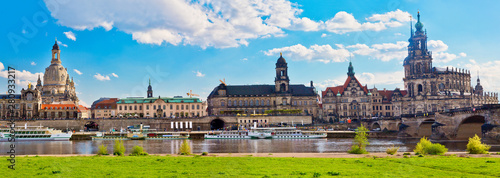 Cuadros en Lienzo  antique building view in Dresden, Germany