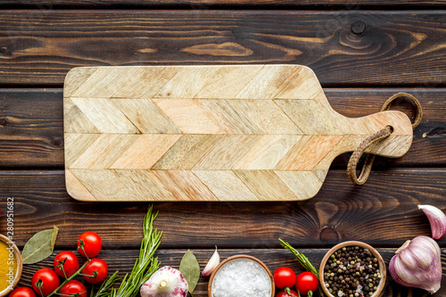 Poster Cuisine Products frame and cutting board on wooden background top view mockup