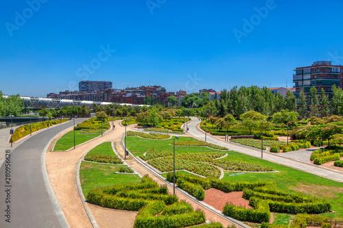 Photo view of Arganzuela Footbridge and urban park in Madrid