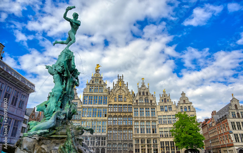 Deurstickers Antwerpen The Brabo Fountain located in the Grote Markt (Main Square) of Antwerp (Antwerpen), Belgium.
