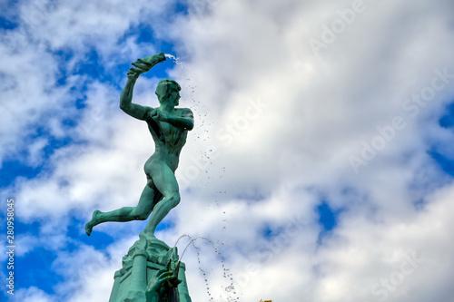 In de dag Antwerpen The Brabo Fountain located in the Grote Markt (Main Square) of Antwerp (Antwerpen), Belgium.