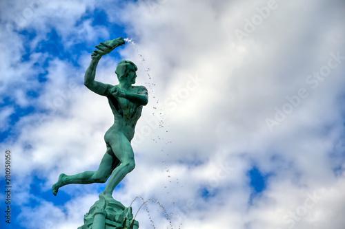 Staande foto Antwerpen The Brabo Fountain located in the Grote Markt (Main Square) of Antwerp (Antwerpen), Belgium.