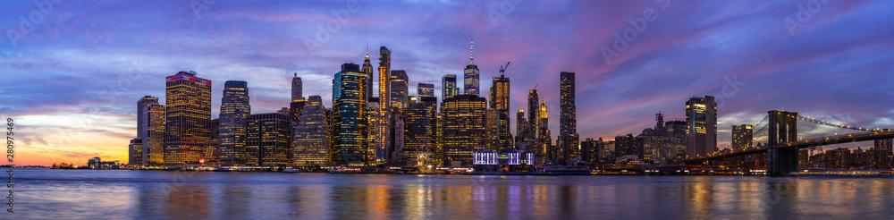 Fototapety, obrazy: Colourful sunset at Brooklyn Bridge Park.