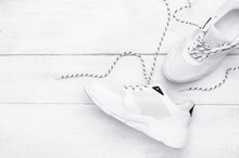 Scattered Fashionable White Sn...
