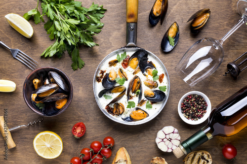 Flat-lay mediterranean diet with mussels Canvas-taulu