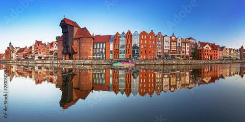 Obraz Gdańsk z pięknym starym miasteczkiem nad Motławą - fototapety do salonu