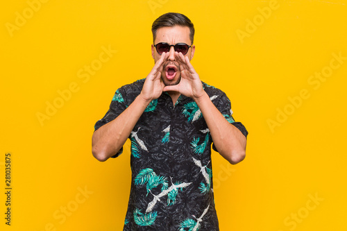 Photographie Young filipino man wearing summer clothes shouting excited to front