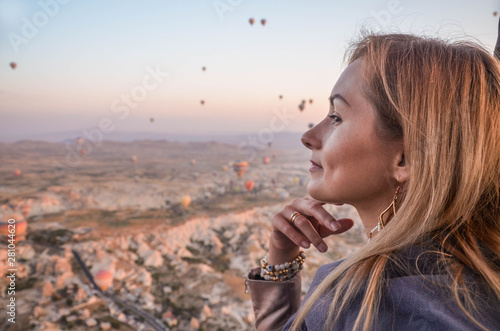 Photo  Girl with blond hair and balloons in Cappadocia.