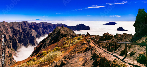 Photo sur Toile Saumon MIrador Roque de los Muchachos - La palma, Canary islands. popular tourist attraction