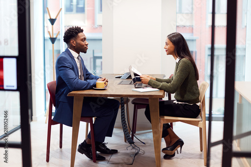 Photo Businesswoman Interviewing Male Job Candidate In Meeting Room