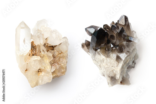 Photographie bright and dark healing crystals representing the eastern principle of yin and y