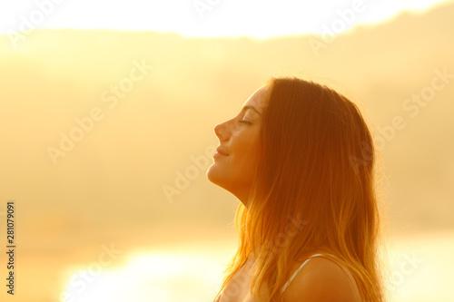 Cuadros en Lienzo  Profile of a woman at sunset breathing fresh air