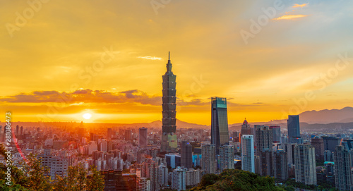 Taipei City Skyline in sunset Wallpaper Mural