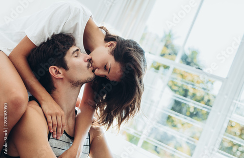 Fotografie, Obraz  Couple sharing a passionate kiss