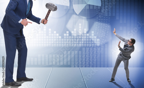 Fotomural  Bad angry boss threatening employee with hammer