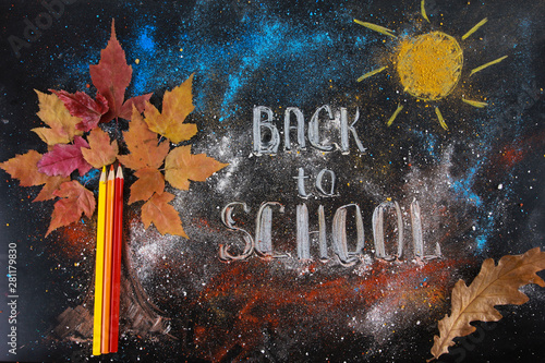 Photo  Kid chalk drawing on blackboard