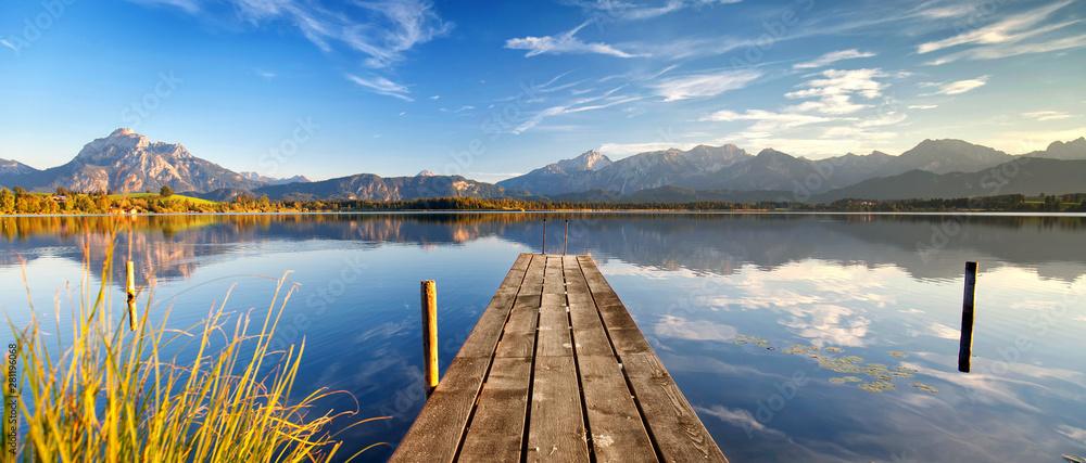 Fototapeta Erholung in den Alpen, romantischer Steg am See
