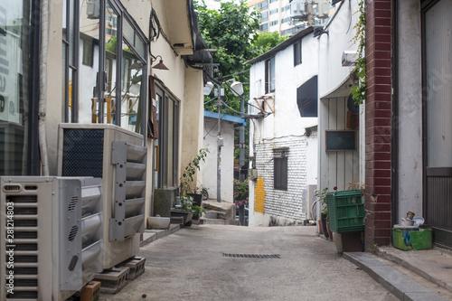 Fototapeten Schmale Gasse Old narrow alley Korea. streets and narrow alleyways of Korea.