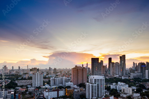 Fototapety, obrazy: sunset sky cityscape of Bangkok city skyline with background, Bangkok city is modern metropolis of Thailand and favorite of tourists