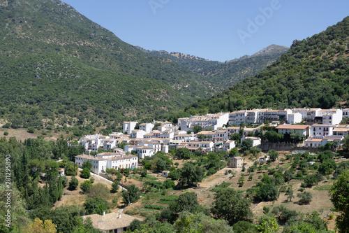 Foto op Plexiglas Groene Small town in the mountains