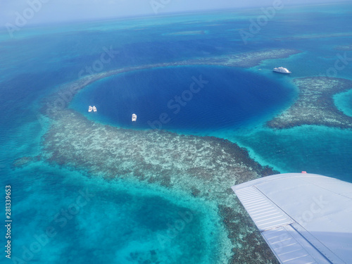 Obraz na plátně  Belize Great Blue Hole Lighthouse Reef Atoll Doline Karibik Riff Karibisches Mee