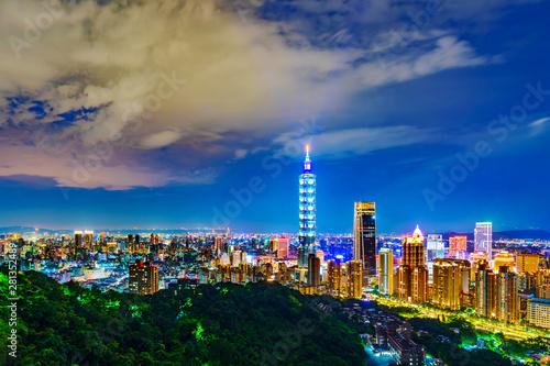 Photo Taipei city at night, Taiwan