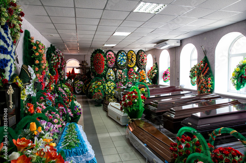 Fotografie, Obraz Shop selling coffins and funeral wreaths