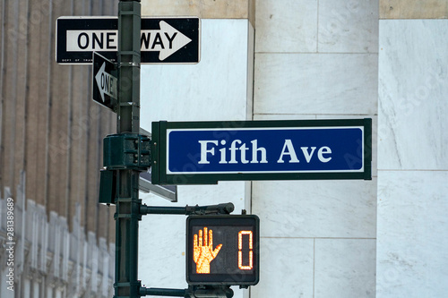 Fotografia fifth avenue sign new york