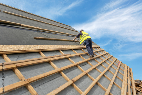 Fototapeta Building construction process of new wooden roof on wood frame house obraz