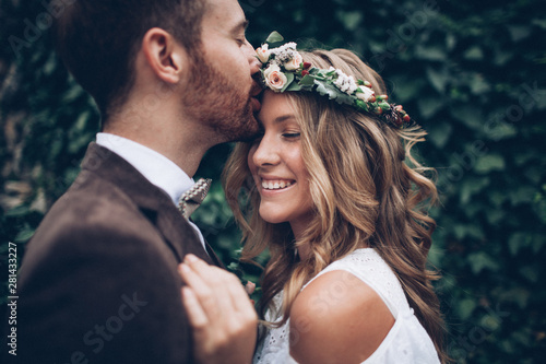 Beautiful wedding couple Fototapeta