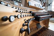 Orgel, Pult, Musik