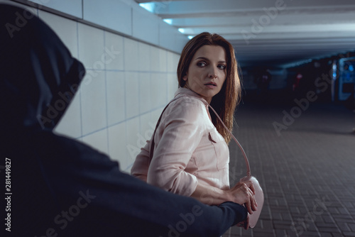 Cuadros en Lienzo  thief stealing bag from beautiful woman in underpass