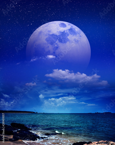 Poster Dark blue Beautiful sky with super moon behind partial cloudy over seascape. Serenity nature background.