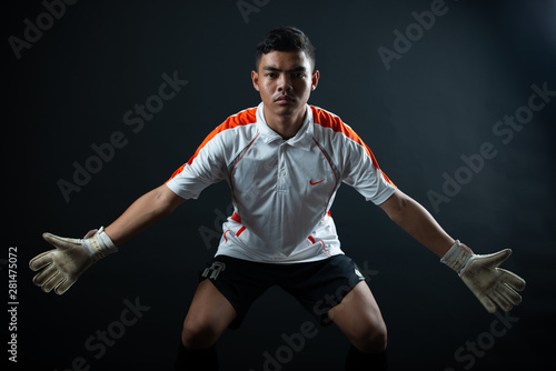 Foto Young goalkeeper soccer man isolated of academy soccer team