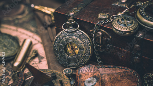 Fotomural  Old Watch Necklace Vintage Collection