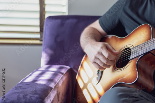 Fotografia, Obraz  Closeup of man strumming guitar