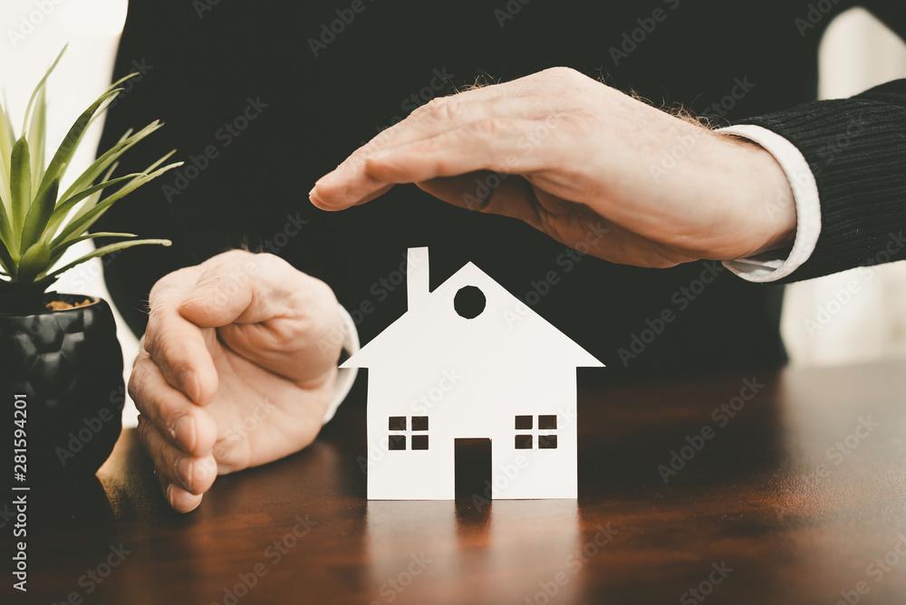 Fototapety, obrazy: Symbol of home insurance