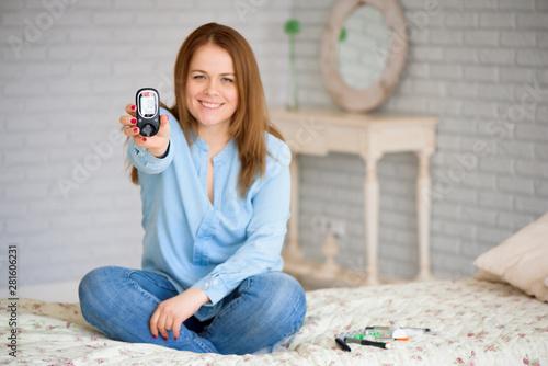 Fotomural Diabetes checking blood sugar level. Woman using lancelet and gl