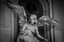 Engel Aus Stein Auf Einem Frie...